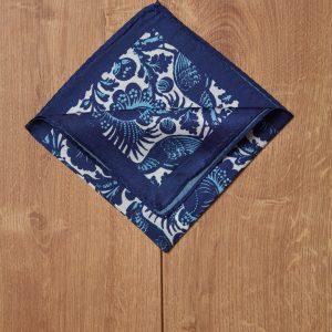 Pañuelo azul motivos azules