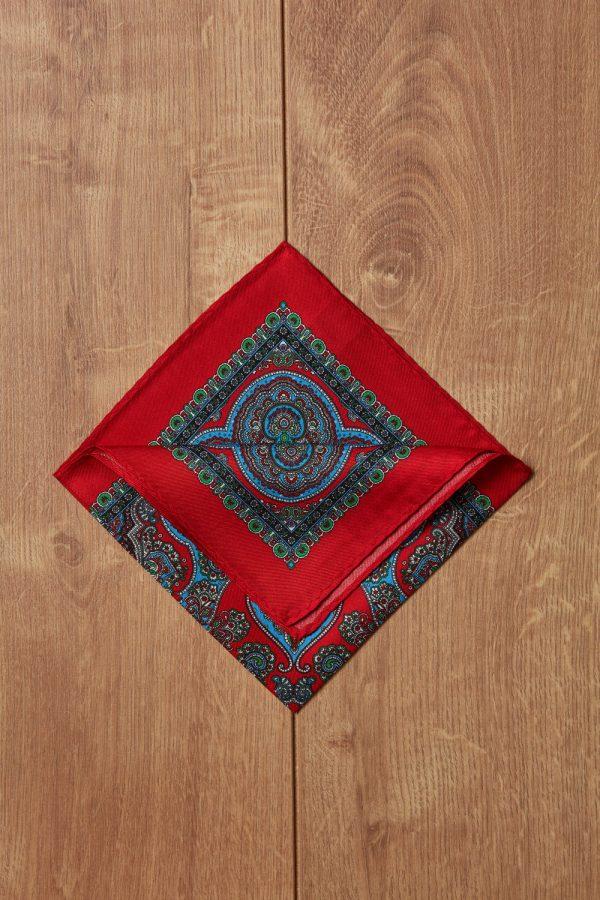 Pañuelo rojo motivos azules