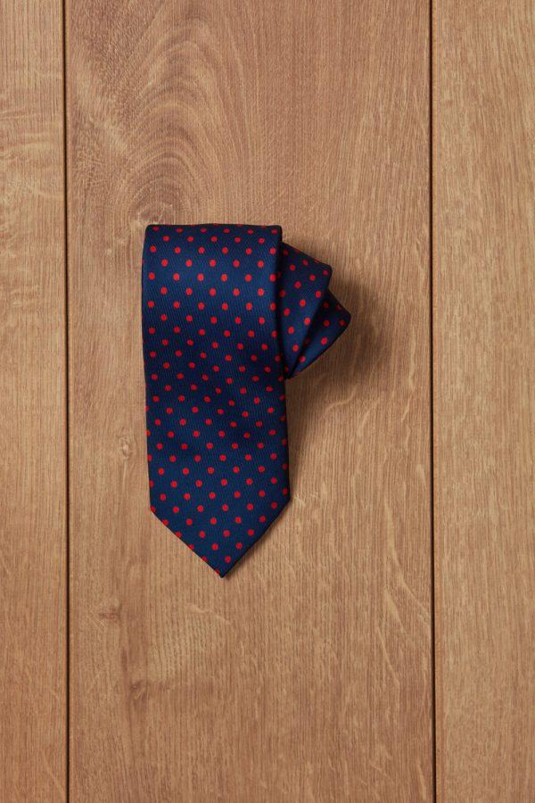 jajoan1785 e1597319047688 Corbata azul topos rojos