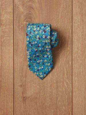 Corbata azul flores rojas, blancas y amarillas