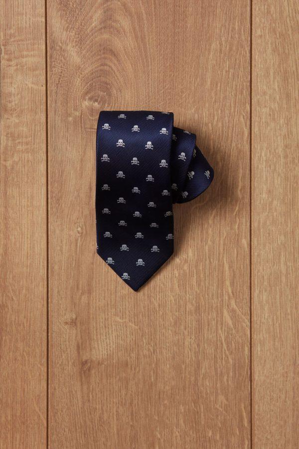 Corbata azul calavera blanca