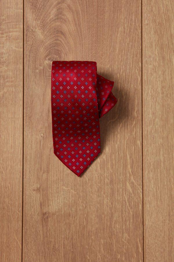 Corbata roja flores azules y blancas