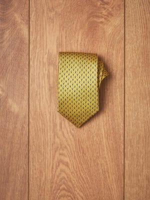 Corbata amarilla golf