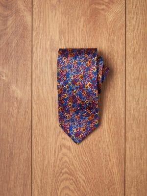 Corbata azul flores rojas y amarillas