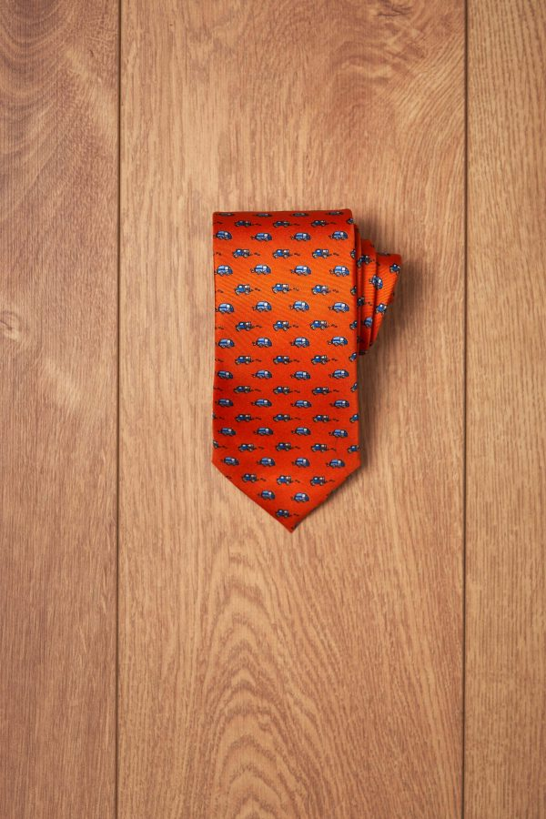 Corbata naranja coches azules