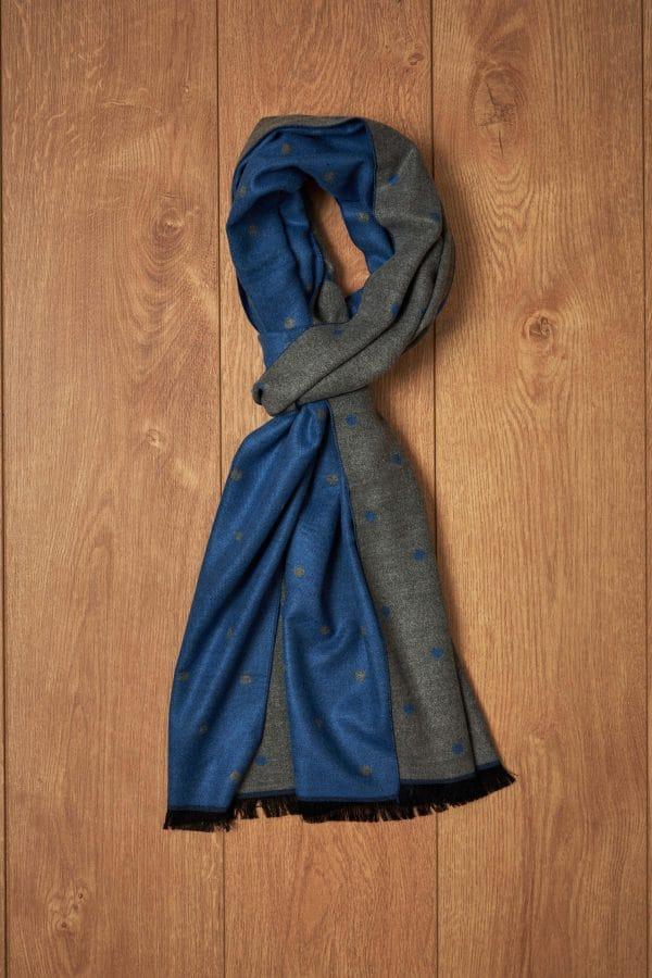 Bufanda azul y gris con topos