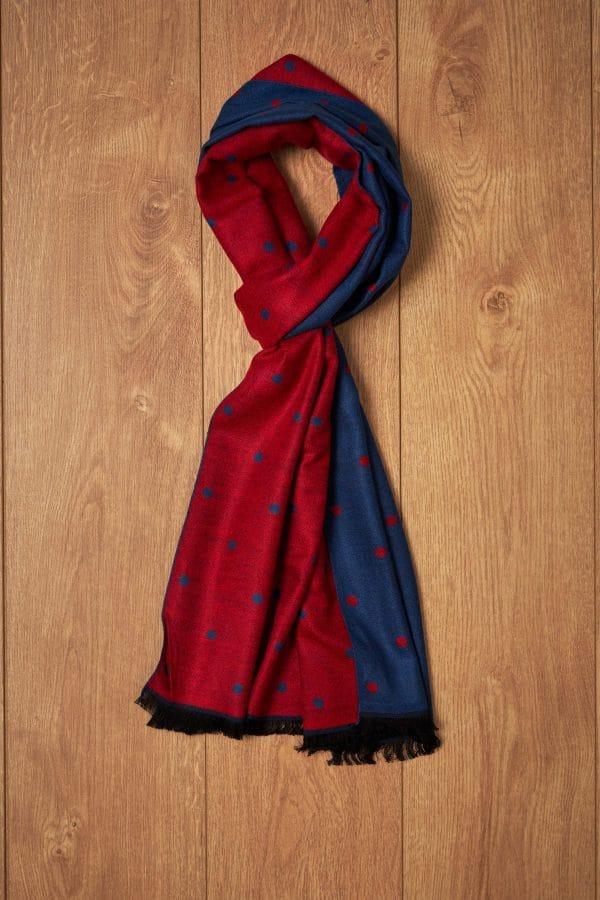 Bufanda roja y azul topos